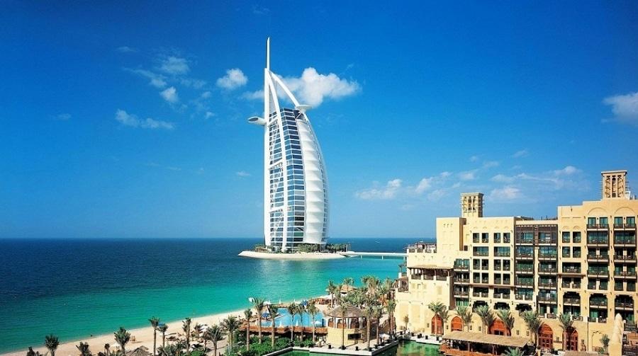 برج العرب من أكثر المعالم السياحية المشهورة في دبي