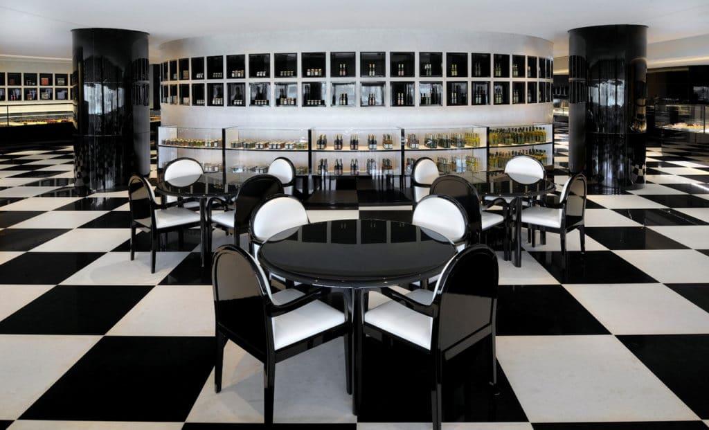 مطعم أرماني ديلي من المطاعم المطله على نافورة دبي المتميزة