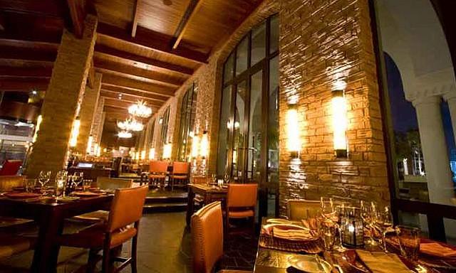 مطعم اسادو من المطاعم المطله على نافورة دبي