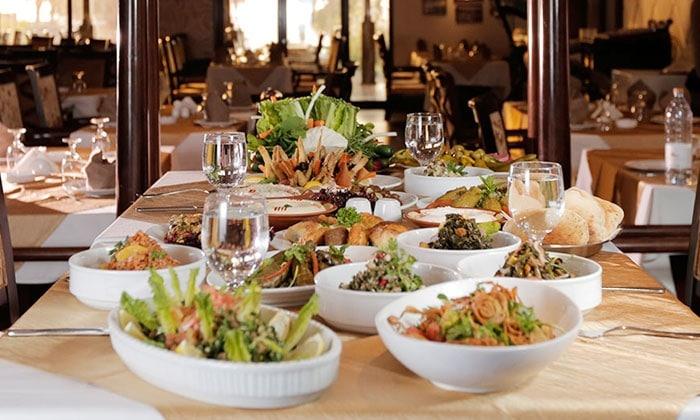 مطعم القصر من افضل مطاعم دبي