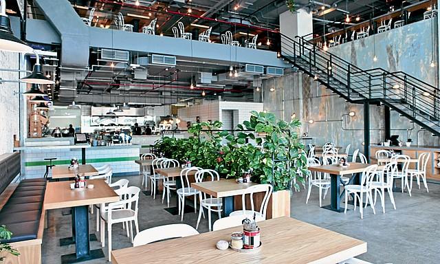 مطعم توم أند سيرج من ارقى مطاعم فطور في دبي
