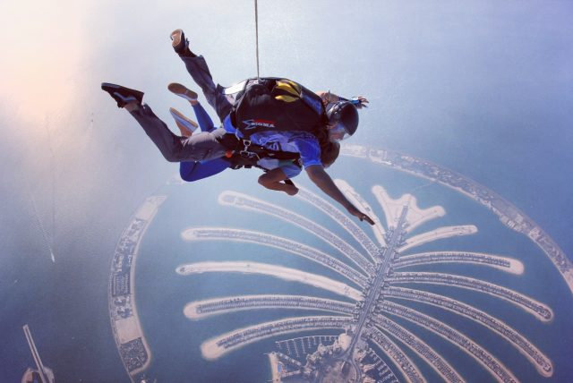 سكاي دايف من اهم مناطق دبي السياحية