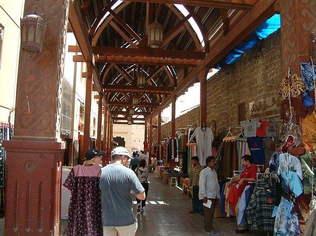 سوق عكاظ من اشهر اسواق بيع الجملة في دبي