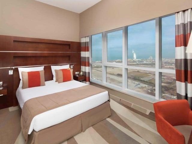 فنادق دبي ٤ نجوم البرشا