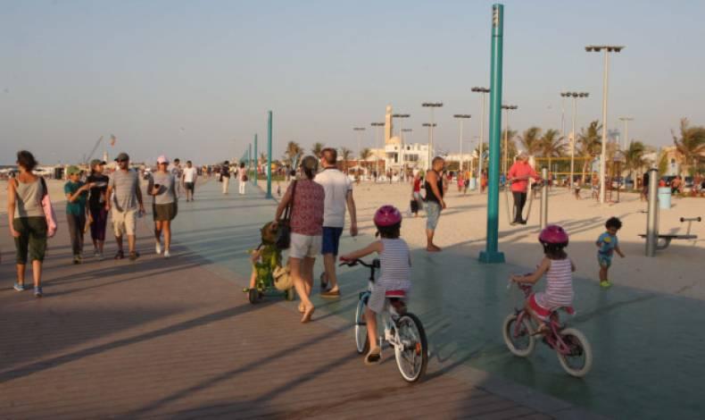 شاطئ جميرا المفتوح يعتبر من أفضل شواطئ العائلات في دبي