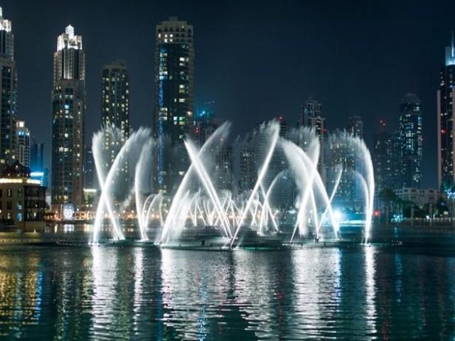 نافورة دبي من من اشهر اماكن السياحة في دبي
