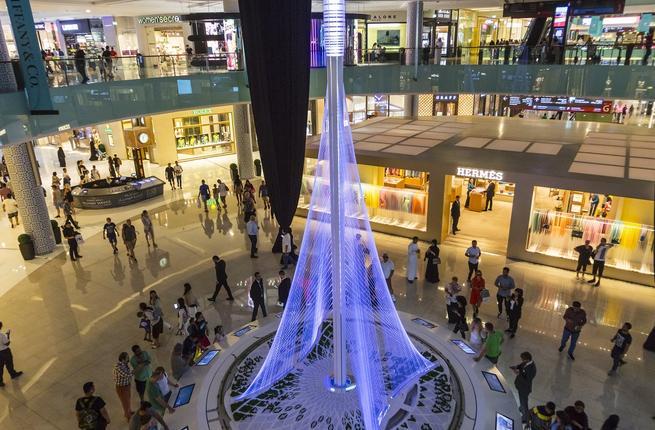 مجسم برج خور دبي في دبي مول