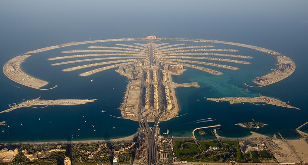 نخلة الجميرا من افضل الاماكن السياحية في دبي حيث تضم العديد من منتجعات وفنادق دبي الفخمة
