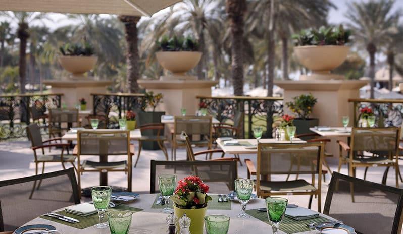 مطعم أوليفز في فندق ون أند أونلي رويال ميراج