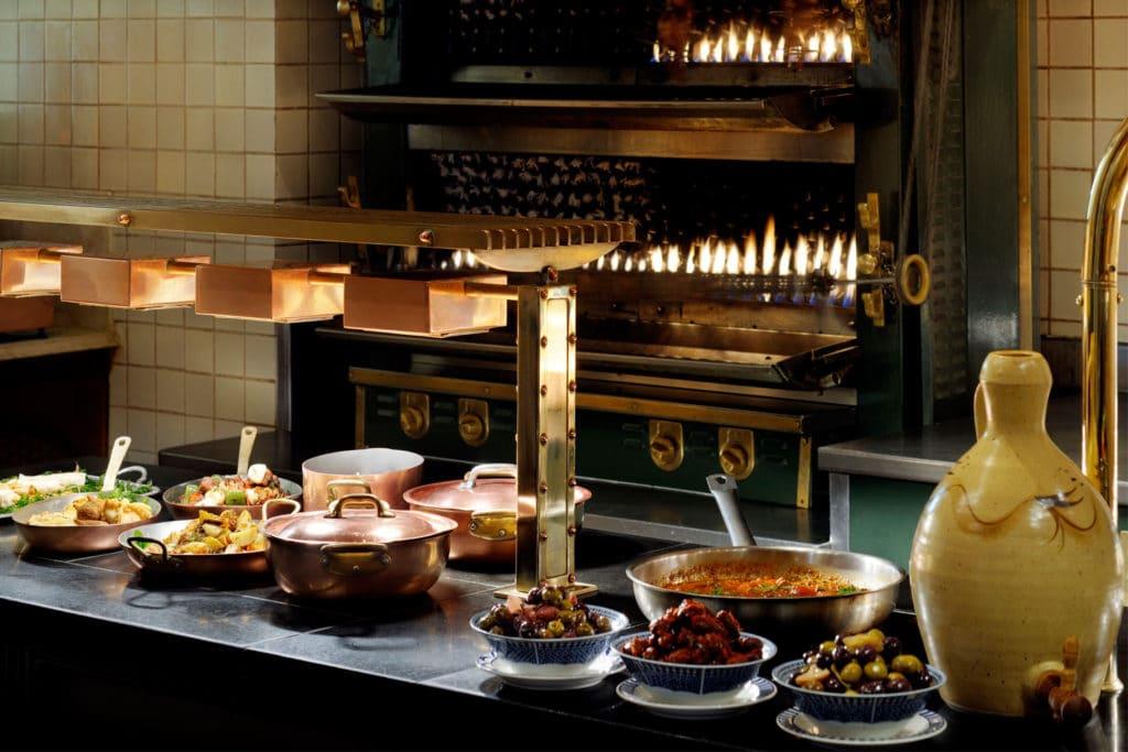 مطعم ذا روتيسيري في فندق ون أند أونلي رويال ميراج