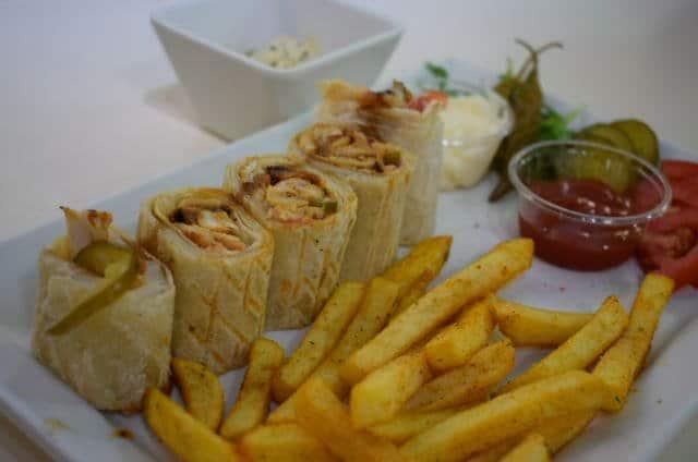 مطعم شاورمانيا في أبراج بحيرة الجميرا