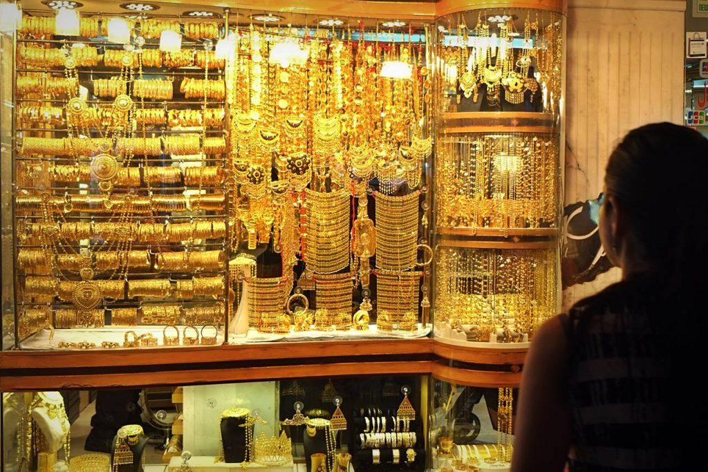 سوق الذهب من اهم اماكن السياحة في دبي