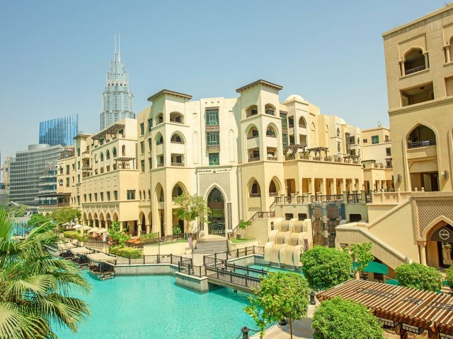 سوق البحار مقابل دبي مول