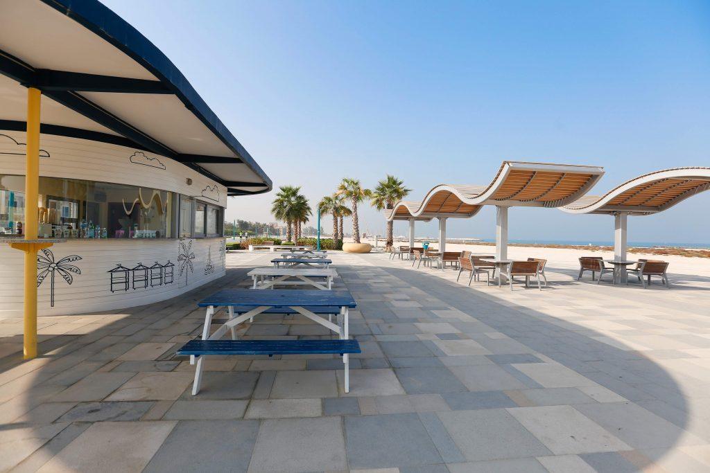 مقاهي على البحر في دبي