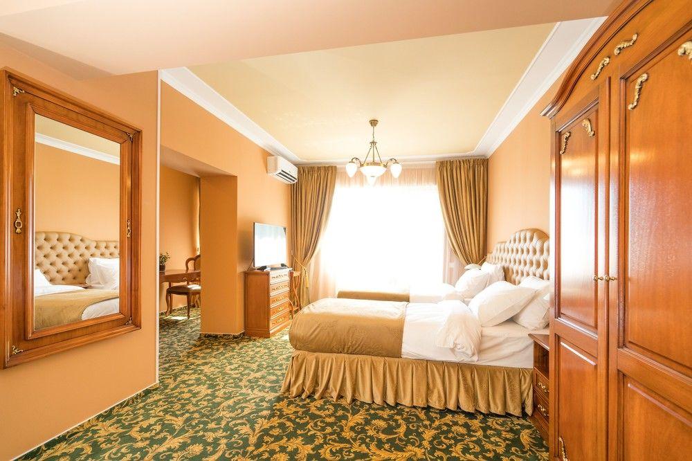 فنادق لزوار القرية العالمية ودبي